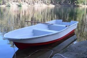 bote en fibra de vidrio 3.9 mts eslora. capacidad 2-3 personas